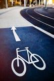 Знак велосипеда на дороге дороги публично Стоковые Фото