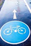 Знак велосипеда на дороге мостоваой Стоковая Фотография