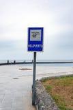Знак вертодрома около береговой линии Атлантического океана на острове Тенерифе, Испании Стоковые Фотографии RF