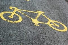 Знак велосипеда на дороге Стоковые Изображения