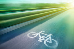 Знак велосипеда на парке дороги публично Стоковое Изображение RF