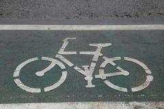 Знак велосипеда на улице Стоковые Изображения RF