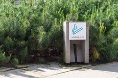 Знак внешнего места для курения земной Стоковые Фото