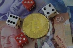Знак внимания Bitcoin с деньгами и костью Стоковое Изображение RF