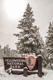 Знак входа для национального парка Йеллоустона стоковое изображение rf