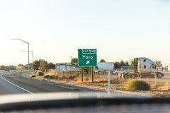 Знак выхода шоссе Yolo стоковые изображения