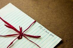 Знак влюбленности в сердцах бумаги Стоковое Фото