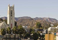 Знак Голливуда от расстояния Стоковая Фотография RF