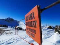 Знак границы лыжного района, закрытая область Стоковые Изображения RF