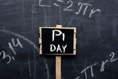 Знак дня PI на школьном правлении стоковое изображение rf