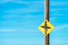 Знак девушки серфера стоковые фотографии rf