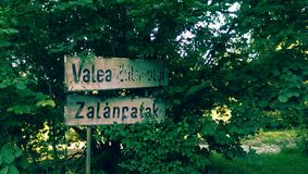 Знак деревни Valea Zalanpatak стоковые фотографии rf