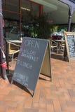 Знак еды вне кафа Стоковые Фото