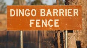 Знак загородки барьера динго стоковые изображения rf