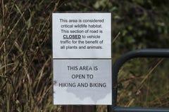 Знак закрытия дороги от парка штата заповедника стренги Fakahatchee, Флориды стоковое изображение rf