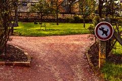Знак запрещая идя собак Стоковое фото RF