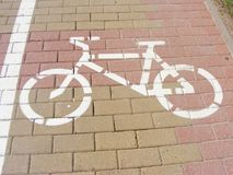 Знак значка велосипедиста, на дороге, символ цикла, взгляд пути велосипеда Стоковое Изображение