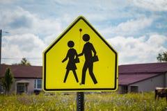 Знак зоны скрещивания школы предупреждающий Стоковое Фото
