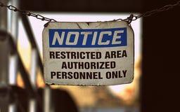 Знак извещения выдержанный запретный зона Стоковые Фото
