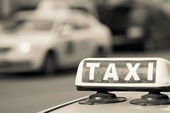 Знак изображения такси бежевого цвета Стоковые Изображения RF