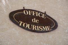 Знак информации туристического офиса на Moustiers Sainte-Мари Стоковые Фото