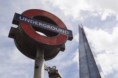 Знак и черепок Лондона подземные Стоковая Фотография