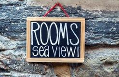 Знак комнат доступный Стоковое фото RF