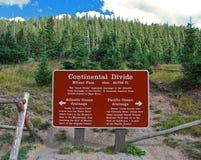 знак континентального divide стоковое изображение rf