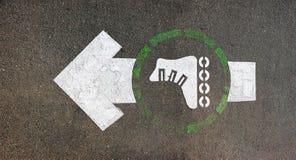 Знак конькобежца ролика покрашенный на асфальте Стоковое Изображение