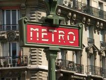 знак красного цвета метро Стоковые Изображения
