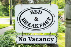 Знак #1 кровати & завтрака стоковая фотография rf