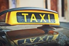 Знак крыши автомобиля такси Стоковое фото RF