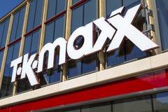Знак магазина TK Maxx стоковые изображения