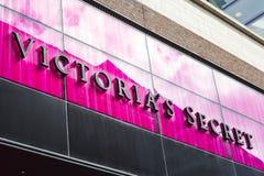 Знак магазина Victorias секретный стоковая фотография rf