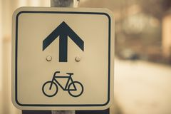 Знак майны велосипеда на поляке стоковые изображения