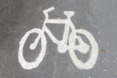Знак майны велосипеда на дороге Стоковые Фотографии RF