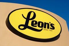 Знак мебельного магазина ` s Леона стоковая фотография