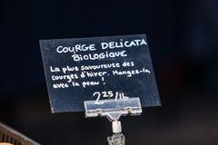 Знак мела продавая органические перцы под названием biologique poivron стоковые изображения