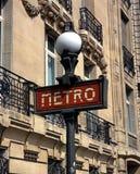 Знак метро, Париж, Франция. Стоковое фото RF