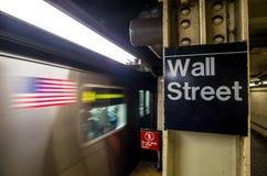 Знак метро Уолл-Стрита стоковая фотография rf