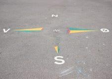 Знак мира угловой на асфальте в школьном дворе Стоковое Изображение RF
