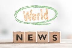 Знак мировых новостей на таблице Стоковая Фотография RF