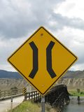 знак моста узкий Стоковые Фотографии RF