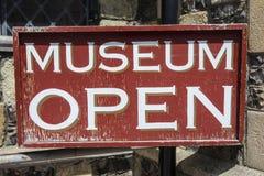 Знак музея открытый Стоковые Фотографии RF