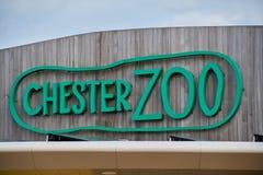 Знак над входом к зоопарку Честер стоковые фотографии rf