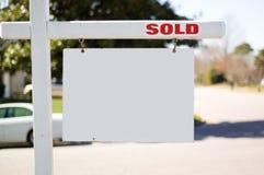 знак недвижимости продал Стоковое фото RF