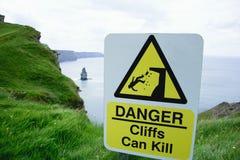 Знак: опасность, скалы может убить Стоковая Фотография