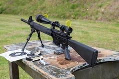 Знак оружия и цели на таблице Стоковая Фотография RF