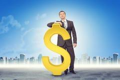 знак доллара бизнесмена полагаясь Стоковая Фотография RF