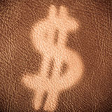 Знак доллара на коричневой кожаной предпосылке схематическое здоровье дег изображения финансов экономии Стоковая Фотография RF